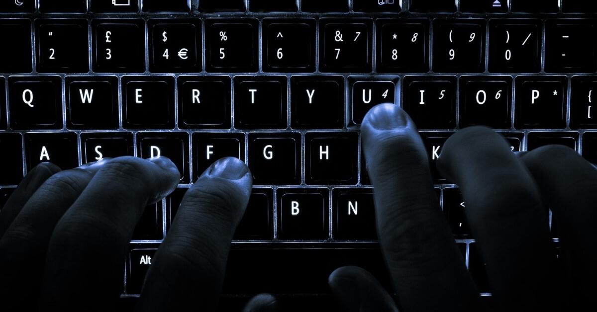 ręce hakerów z dala od e-commerce